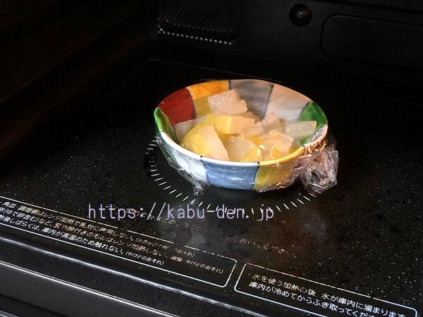 梨を蒸す薬膳料理の蒸し梨