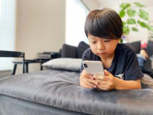 臨時休校のときの過ごし方!子どもだけの留守番なら家で動画を見るのもしかたない!