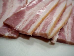 ベーコンの賞味期限切れはいつまで食べられる?腐るとどうなるかや保存方法も!